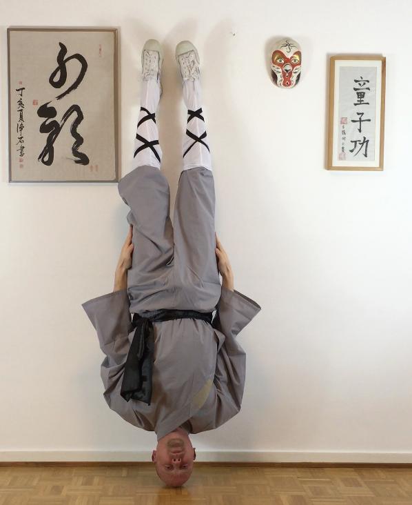 shaolin-headstand-volker-schmitz