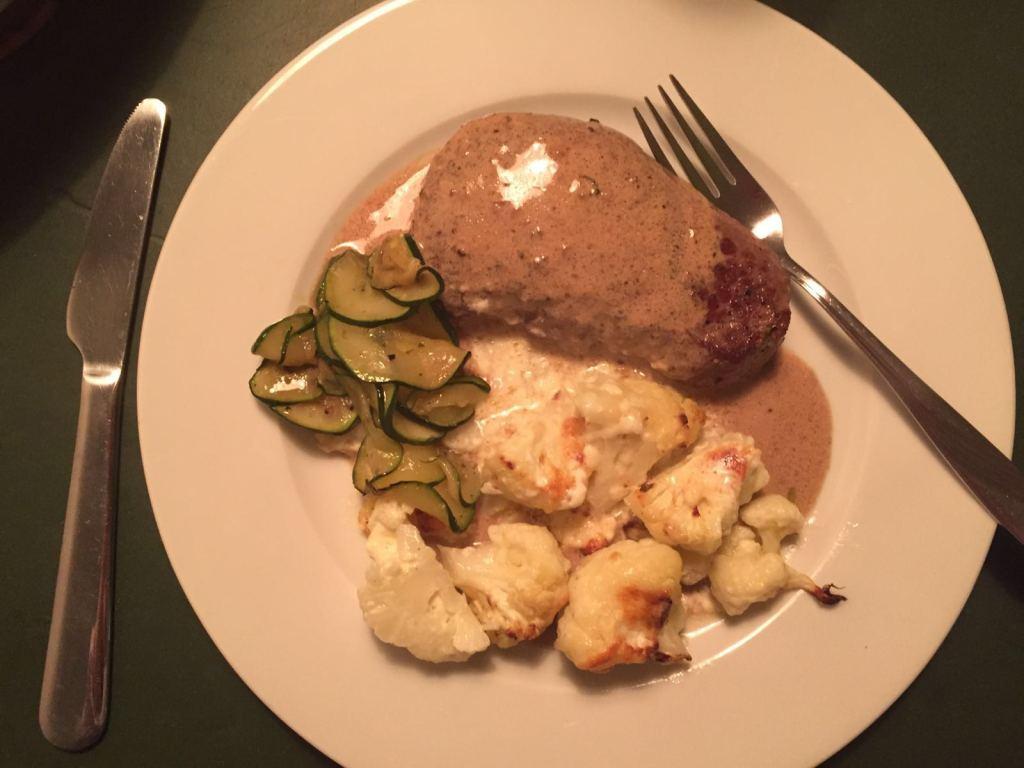 Steak überbacken mit Gorgonzolasauße und gedünstetem Brokkoli