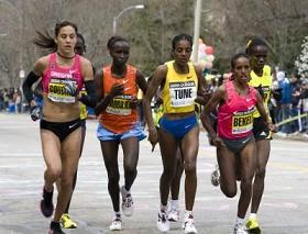 Läuferinnen teilweise mit Nasenatmung, Sport und Atmungsregulierung