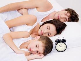 Familie-linken-Schlafposition.JPG